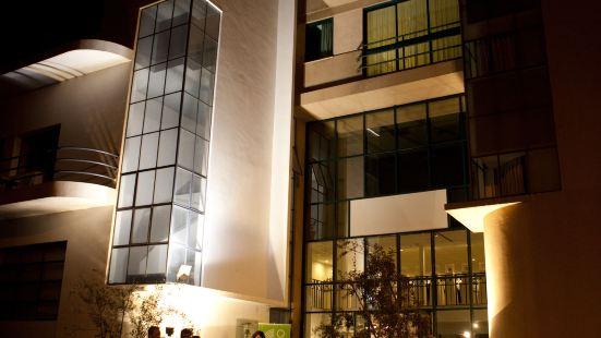 Diaghilev Loft Live Art Hotel