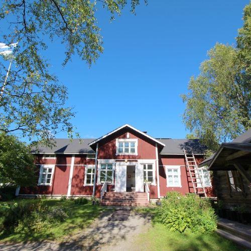 Lauri Historical Log House Manor