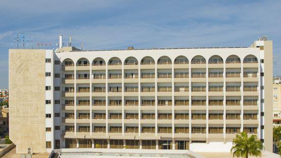 Ajax Hotel