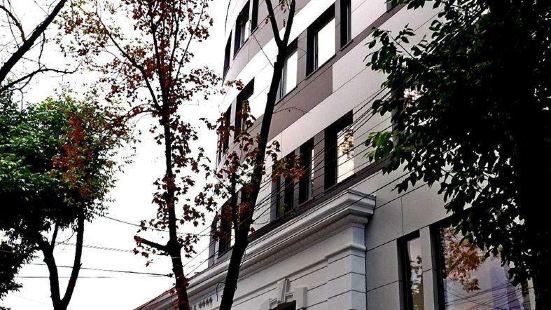 薩洛里亞酒店