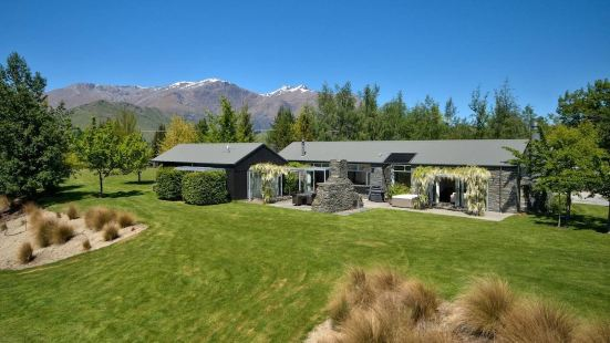 Queenstown Exclusive Retreat with Hot Tub