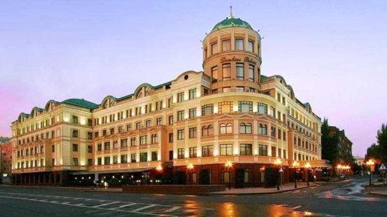 頓巴斯皇宮酒店