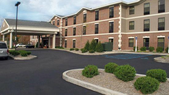 佩託斯基希爾頓歡朋旅館&套房酒店