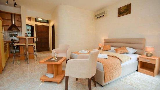 卡塔羅家庭旅館