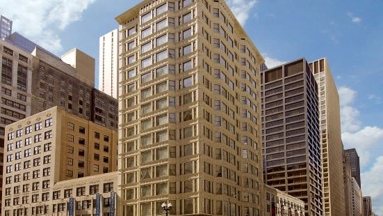 Staypineapple, An Iconic Hotel, the Loop