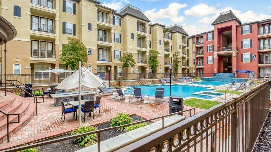 Modern Uptown Dallas Stay by Amyfinehouse