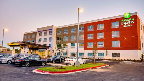 Holiday Inn Express & Suites Russellville, an IHG Hotel