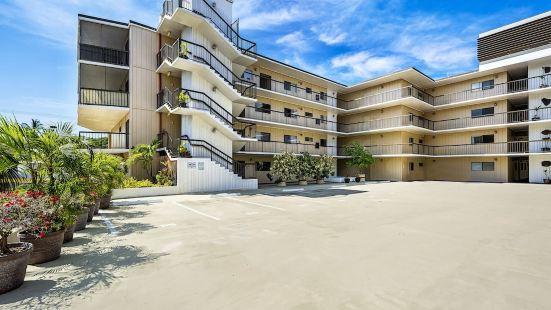 Kona Plaza 314 2 Bedrooms 2 Bathrooms Condo