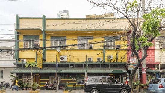Aussie Slouch Hat Inn and Pub