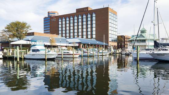 Hampton-Marina Hotel