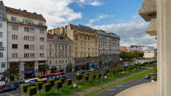 Budapest Holidays Fashion