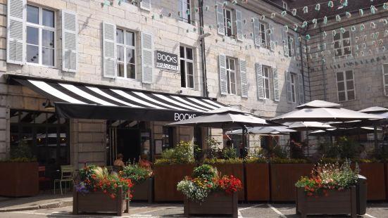 瓦爾佩里爾公寓酒店
