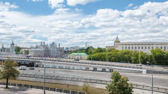 Kotelnicheskaya Royal Tower