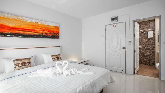芭東現代海灘酒店