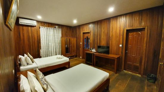 Sam Moon's Hotel Angkor Wooden House