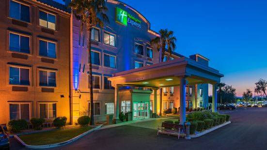 Holiday Inn Express Peoria North - Glendale, an Ihg Hotel