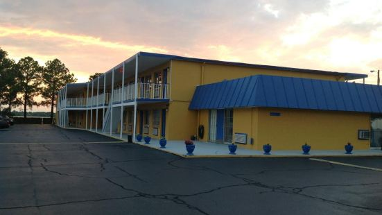 Belmont Inn and Suites