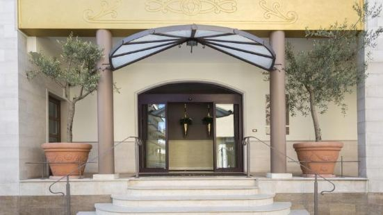 卡瓦列雷酒店