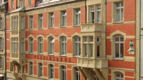 伯爾尼克羅伊茨現代城市飯店