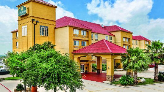 聖安東尼奧北橡樹石拉昆塔套房酒店