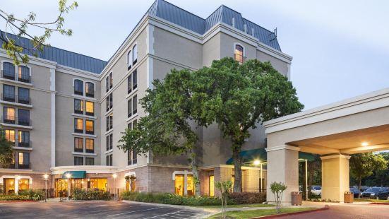 DoubleTree by Hilton Austin-University Area