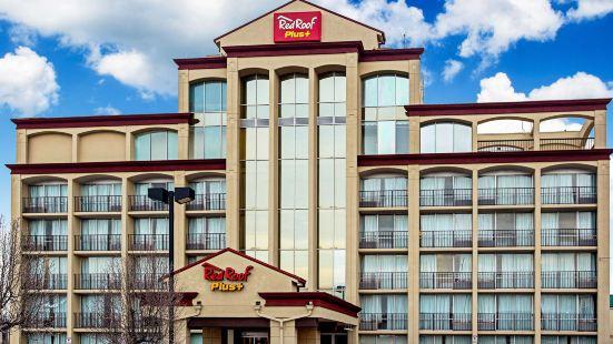 東威奇託紅屋頂普拉斯酒店
