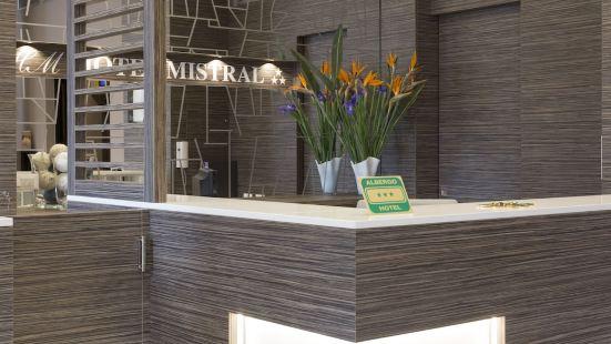米斯特拉爾酒店
