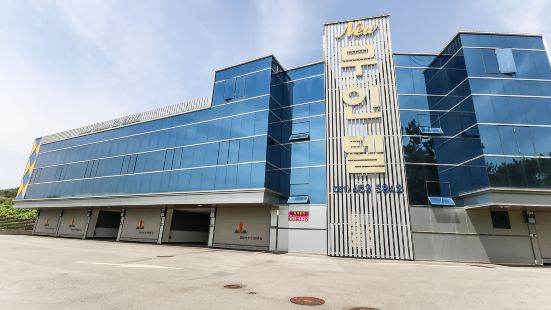Muan New Drive Inn Hotel