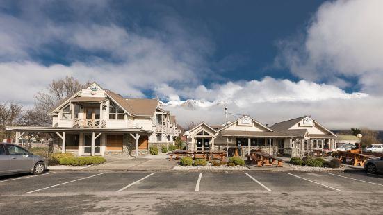 Bold Peak Lodge