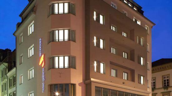 西蒙奇尼酒店