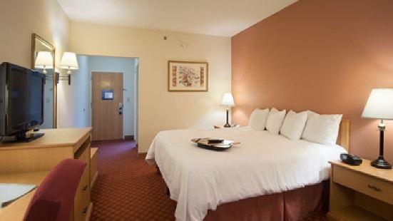 聖路易斯 66 號公路温德姆拉昆塔套房酒店