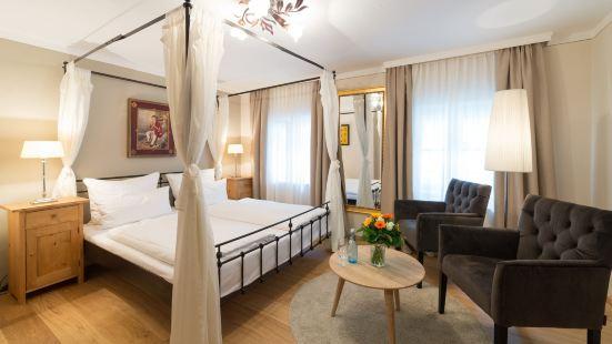 阿瑪迪斯老城酒店