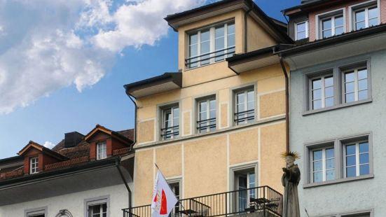 施魯塞爾酒店 - 創立於 1545 年