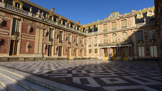 Ibis Versailles Château