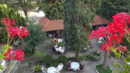 維西斯羅斯酒店