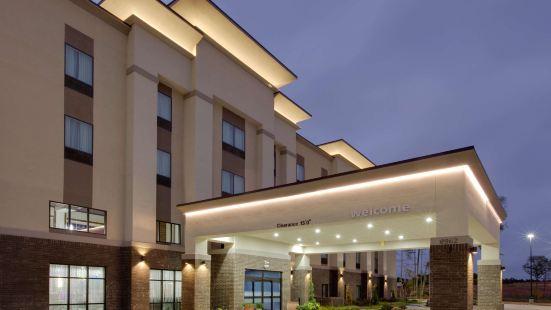 泰勒南歡朋套房酒店