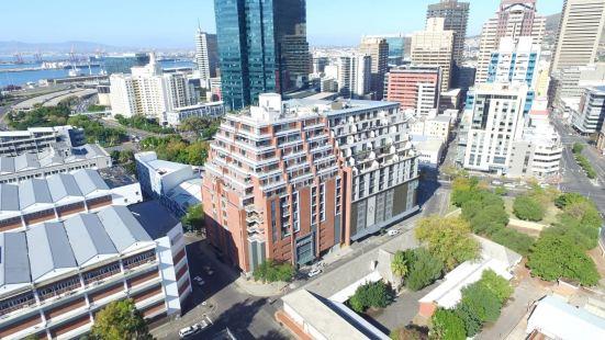 Metropolis Luxury Apartments