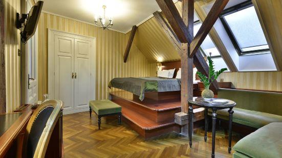 格爾洛澤精品客房酒店