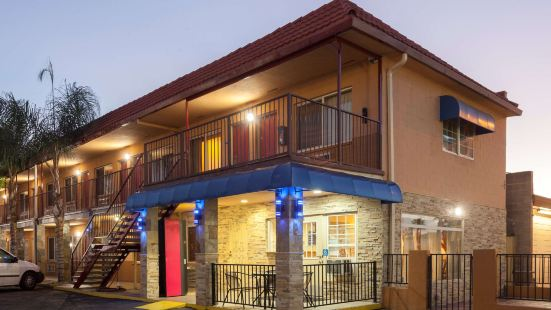 埃爾卡洪旅程住宿酒店