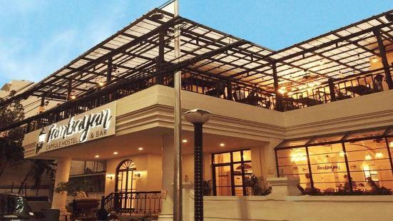 Tambayan Capsule Hostel & Bar Manila