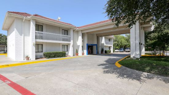 Motel 6-Addison, TX - Dallas