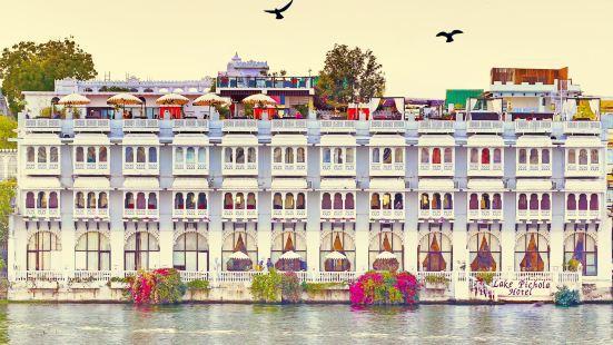 皮丘拉湖酒店