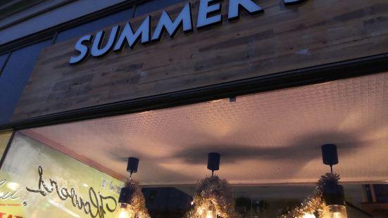 Summer's Holiday Inn