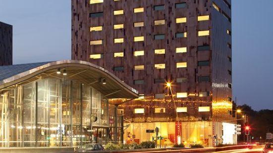 皇冠假日厄拉里爾酒店